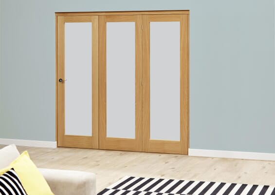 Prefinished Oak Roomfold Deluxe - Frosted Glass