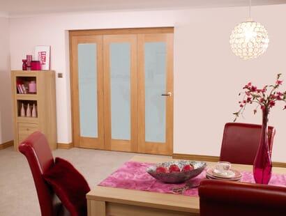 Glazed Oak P10 Roomfold - Frosted Image